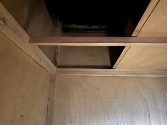 天袋の天板を開けた様子を撮影