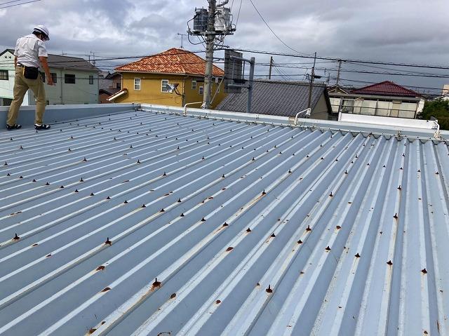 水戸市の店舗様の屋根材は折板屋根