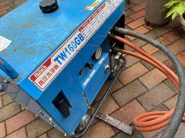 屋根洗浄で使用したエンジン式の高圧洗浄機