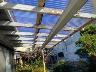クリヤー色を使用したテラス屋根