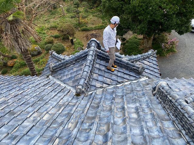 屋根葺き替えの現場調査