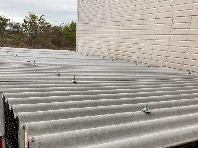 波型スレートでの改修工事が完了したボンベ庫屋根