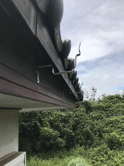 新しく取り付けた角型雨樋用の受け金具