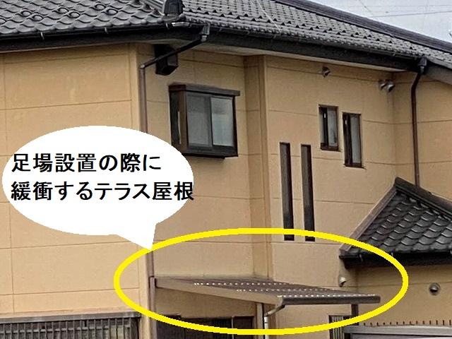 足場設置の際に緩衝するテラス屋根