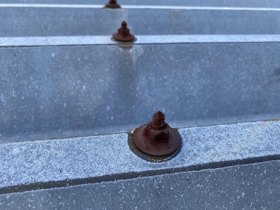 雨漏りの原因となった錆ボルトネジ