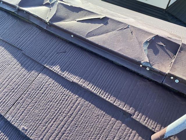 強風で破損した棟板金