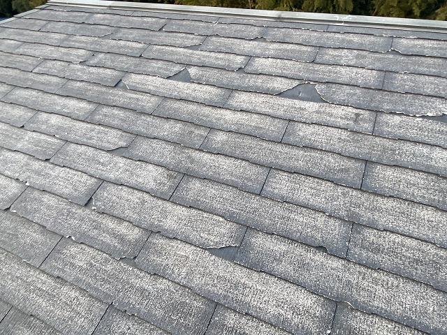 大きく割れが起こる屋根材であるコロニアルネオ