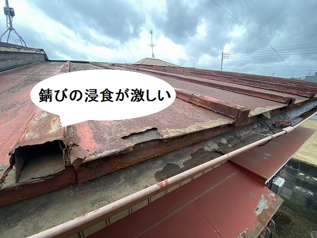 錆びの浸食が激しい、結城市の瓦棒屋根