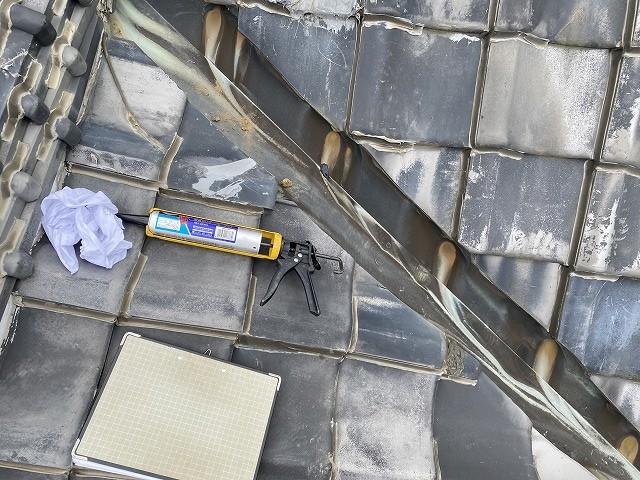破損のある銅板谷樋を補修する準備