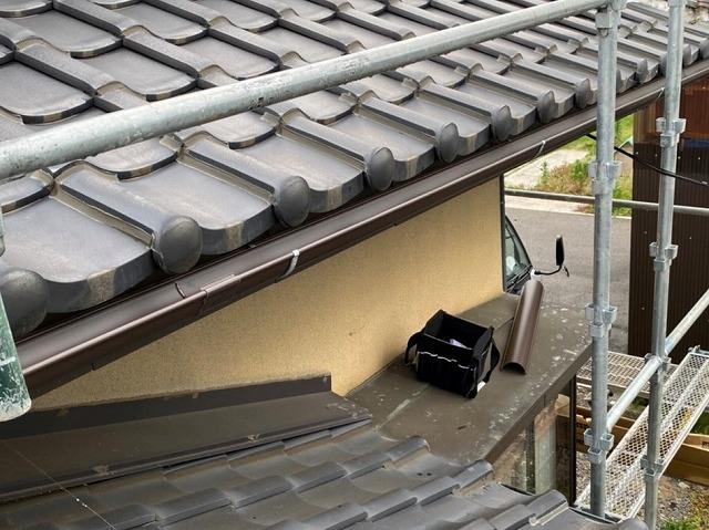 雨樋交換工事先に2階から施工
