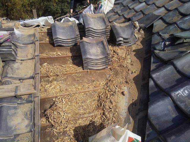 谷瓦周辺の瓦を解体した常陸太田市の瓦屋根