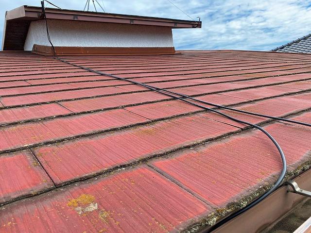 塗膜の劣化状況が悪いスレート屋根