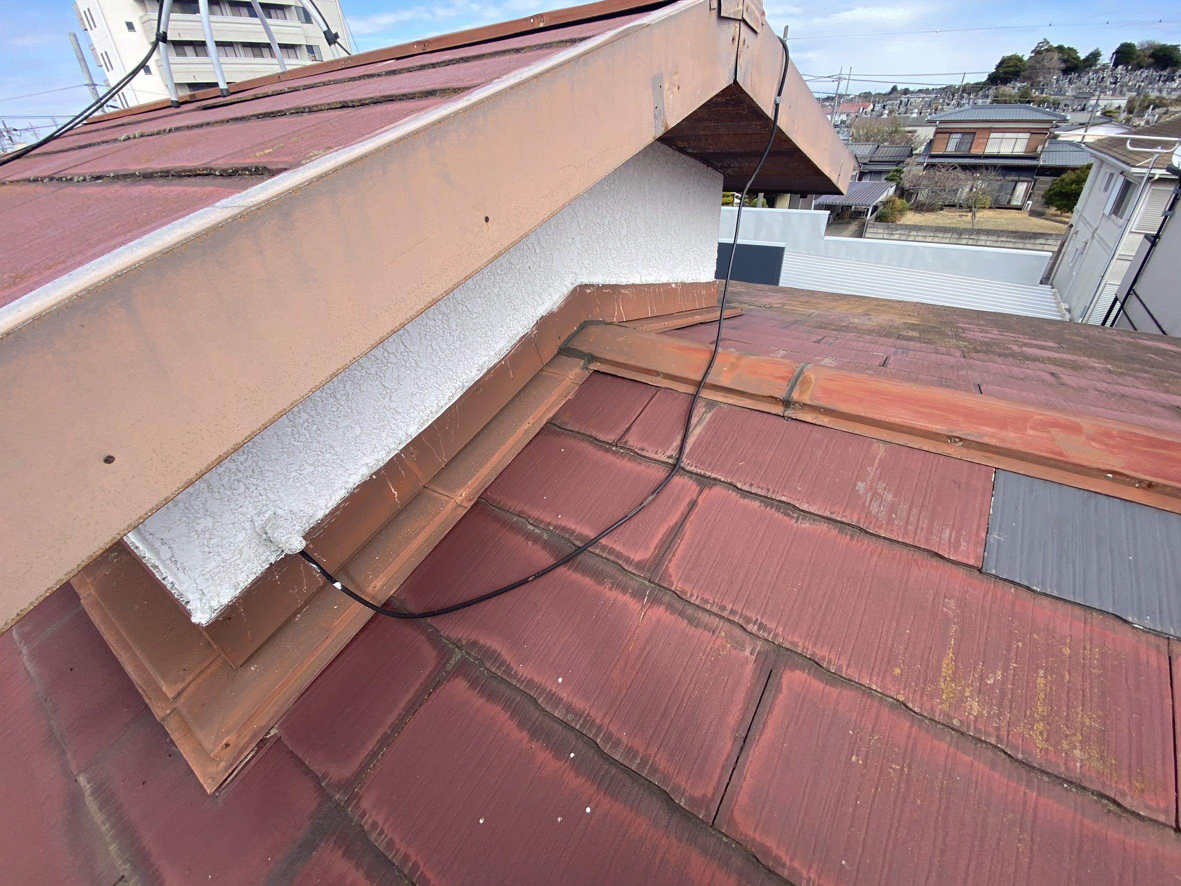 カバー工法をする前のスレート屋根