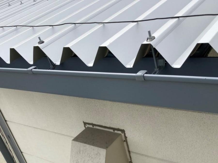 軒先から見た折板屋根のイメージ