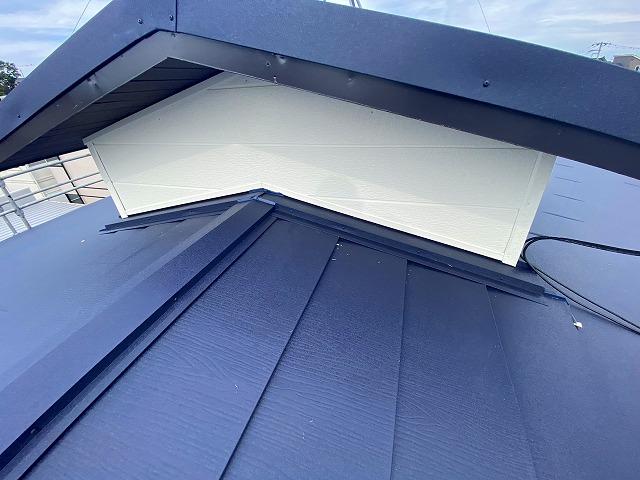 スーパーガルテクトでカバー工法が完了したスレート屋根