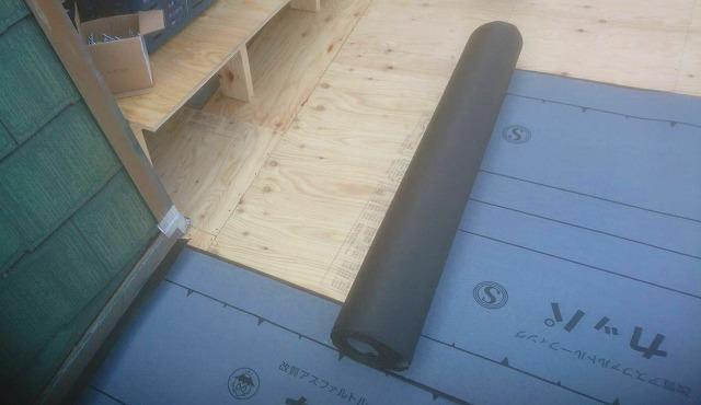 日立市で日立市で使用した嵌合立平葺き金属屋根の下地施工時の画像
