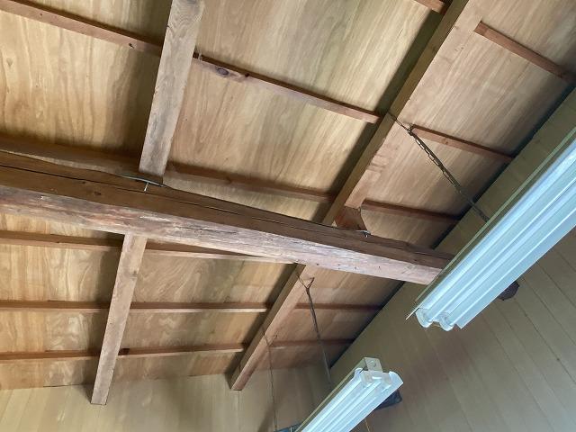 トタン屋根雨漏り天井材なし