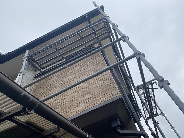 雨樋交換部の足場設置が完了