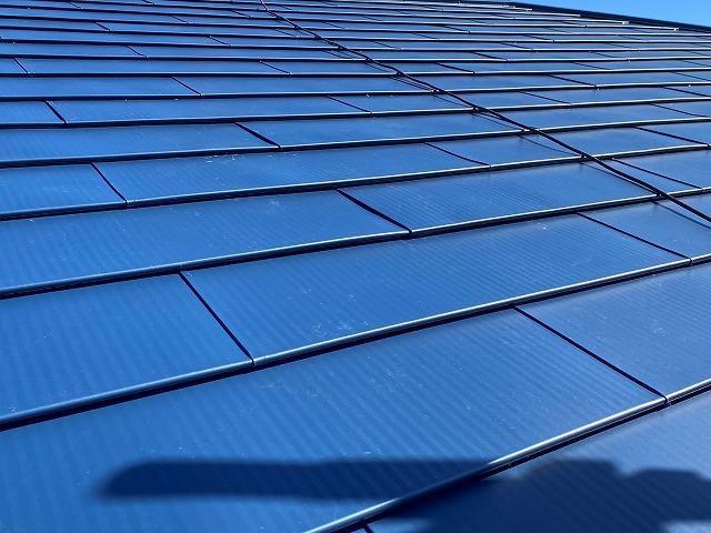 小美玉市でタフルーフのブルーカラーを使用し屋根イメージを一新