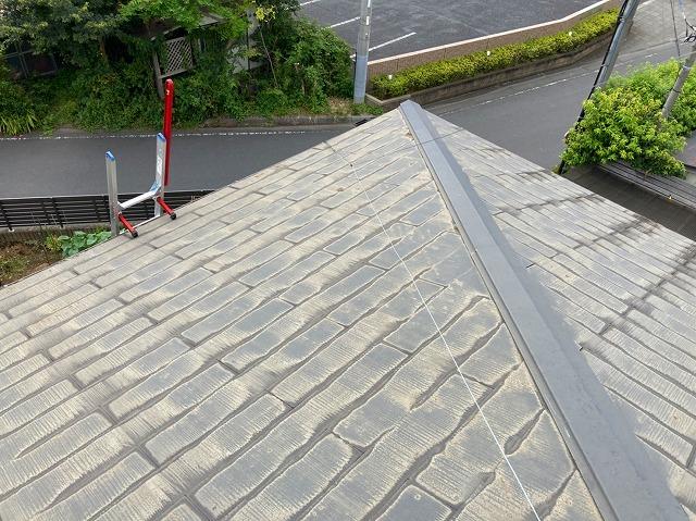 屋根工事前のスレートコロニアルの寄棟屋根