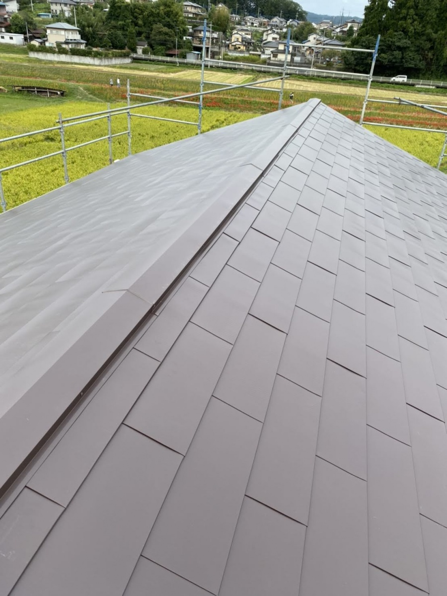 カバー工法での屋根の葺き替え工事が完了