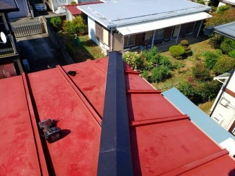 日立市の雨漏り現場の降り棟棟板金が取り付け完了