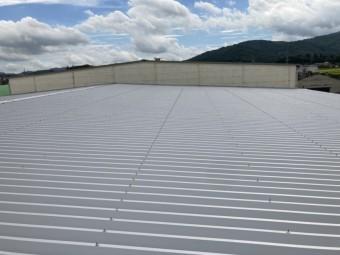 桜川市の倉庫で折板屋根カバー工事が無事完了いたしました