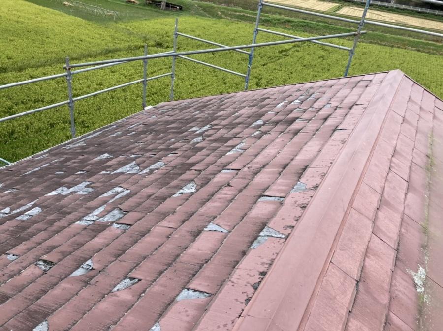 表面剥離してしまっているスレート屋根材パミール