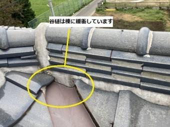 水戸市の現場屋根は谷樋と棟が緩衝している