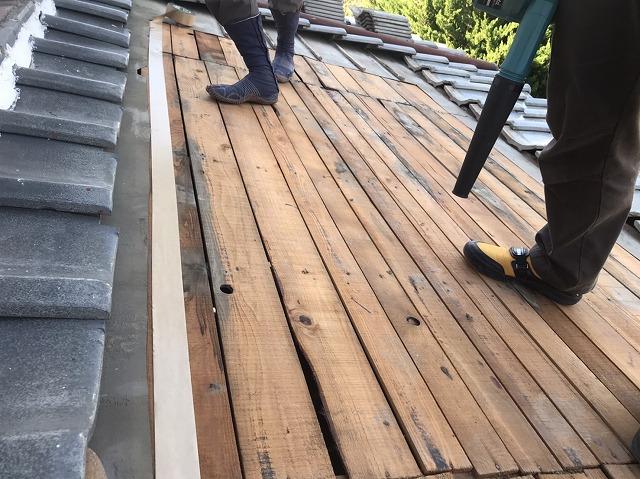 下葺き材を撤去した後の野地バラ板