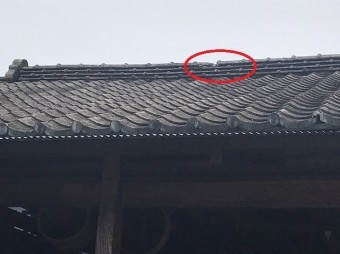 倉庫屋根棟崩れ画像