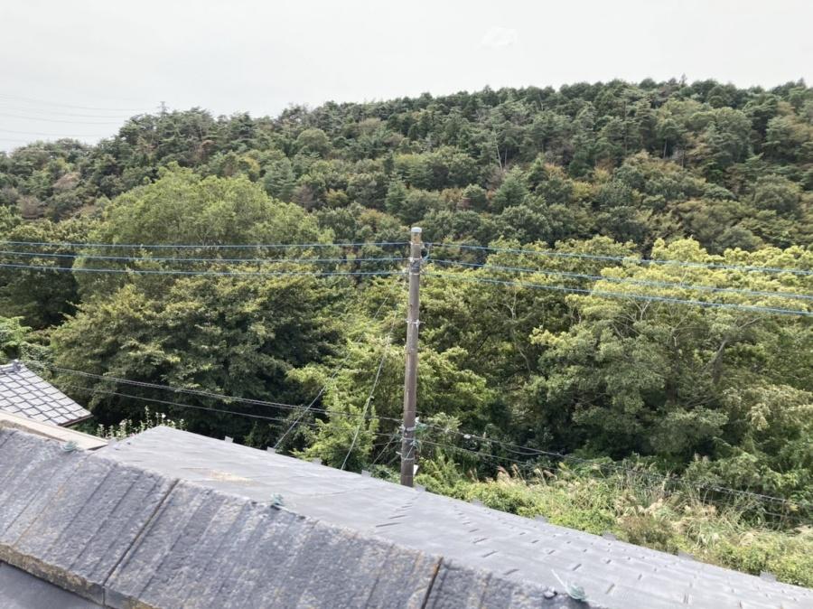 南東屋根面から撮影した風除けのない立地風景
