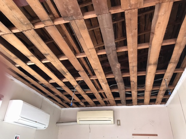 天井解体完了