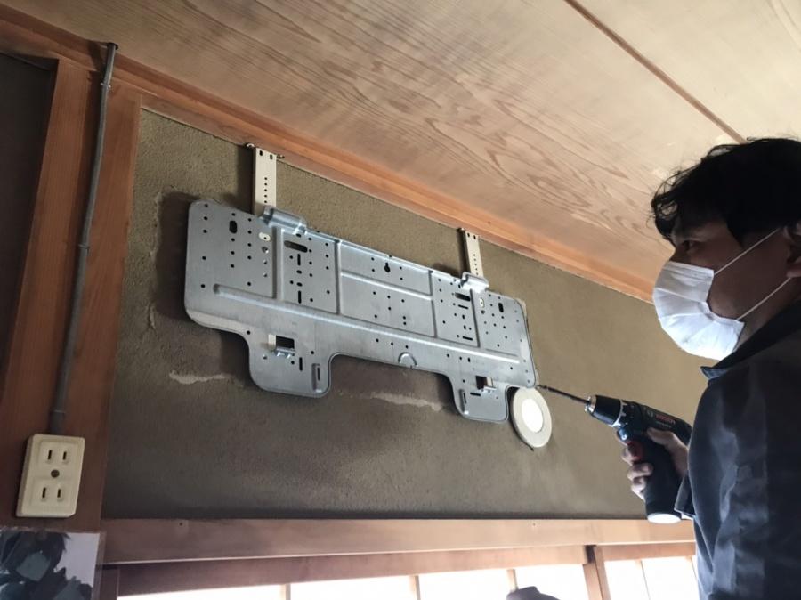 石岡市でエアコン室内機カバーを外す画像
