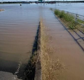 台風19号の際に那珂川が氾濫し歩くこともできない状態