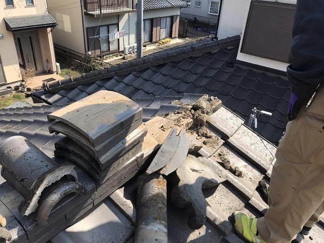 石岡市でセメント瓦の棟撤去