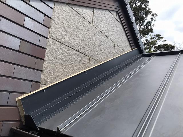 鹿嶋市でガルバリウム鋼板で雨押え板金工事完了