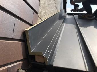 鹿嶋市でガルバリウム鋼板で雨漏り修理