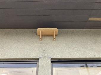 作られたツバメの巣台