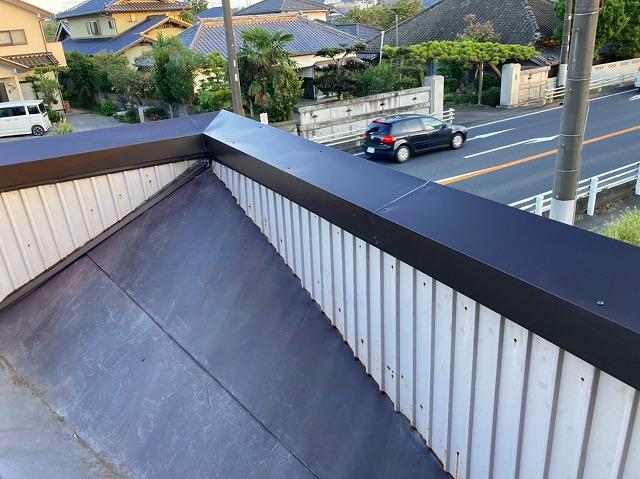 笠木板金が交換されたパラペット屋根