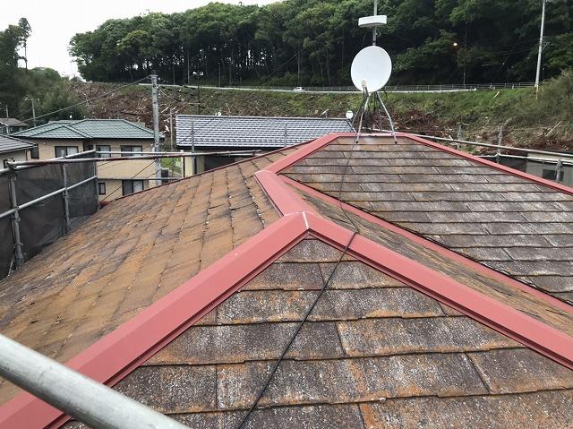 表面剥離が起きているパミール屋根