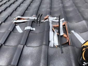 ひたちなか市で台風の突風で壊れた桟瓦