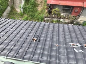 台風で飛散破損した瓦屋根