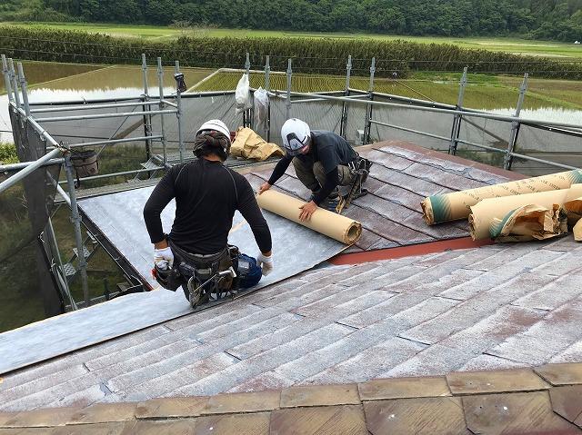 屋根リフォームカバー工法施工中