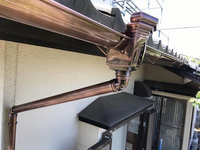 1階北側に新しく取り付けたステンレス製いぶし雨樋