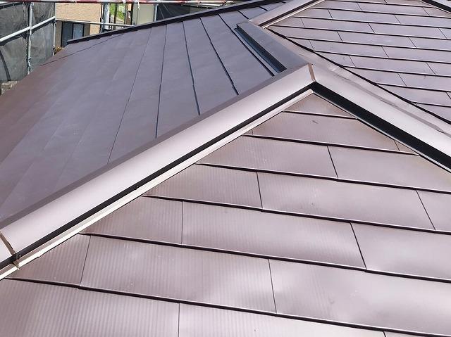 ひたちなか市の現場で完成したガルバリウム屋根カバー工法