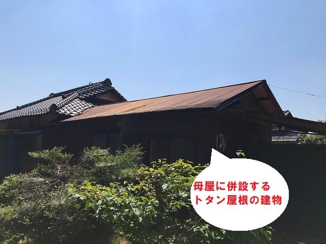 屋根工事を行う前の水戸市のトタン屋根