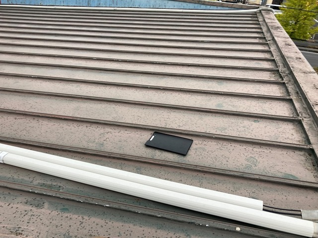 片流れ形状のの金属瓦棒屋根