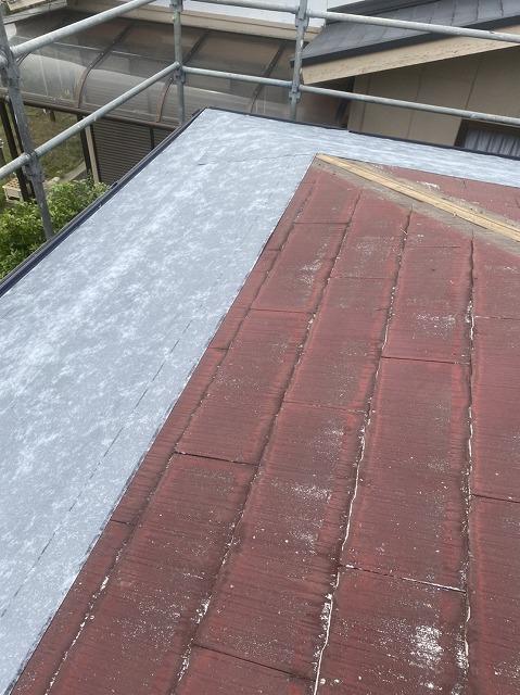 軒先から施工する粘着式bの雨水シート