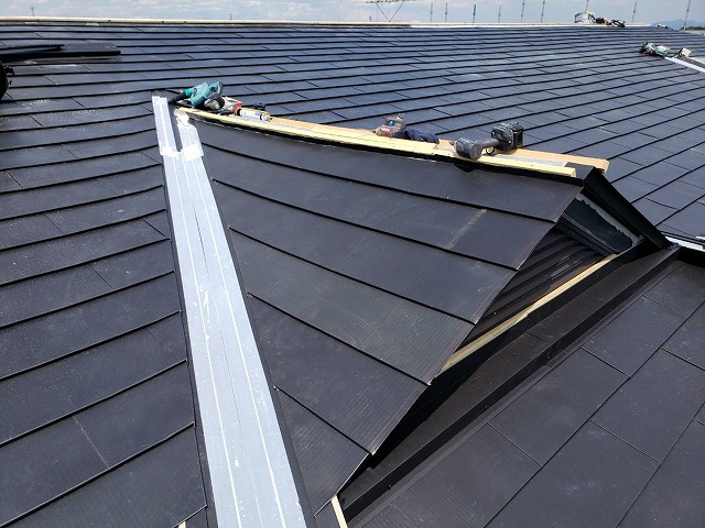 ドーマー屋根部分をガルバリウム鋼板でカバー